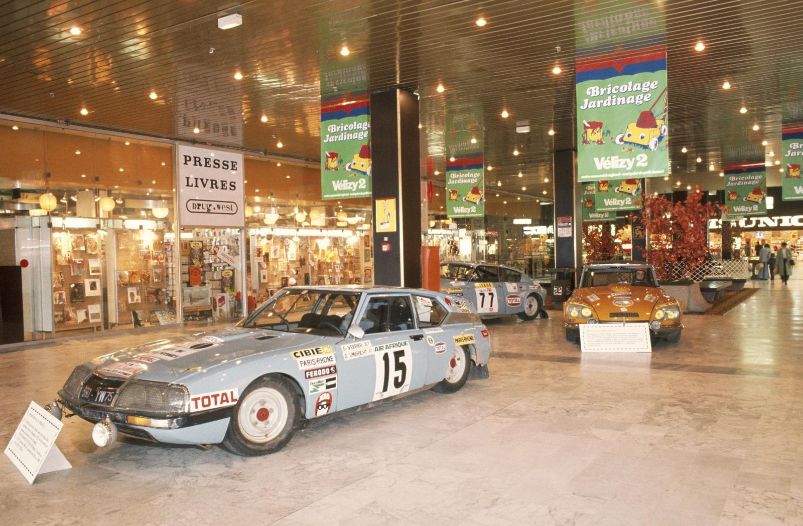 Tentoonstelling Centre Commercial Vélizy - SM en DS rally - 1976